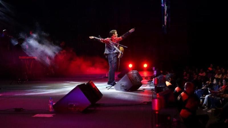 Jonatan Sanchez Performing