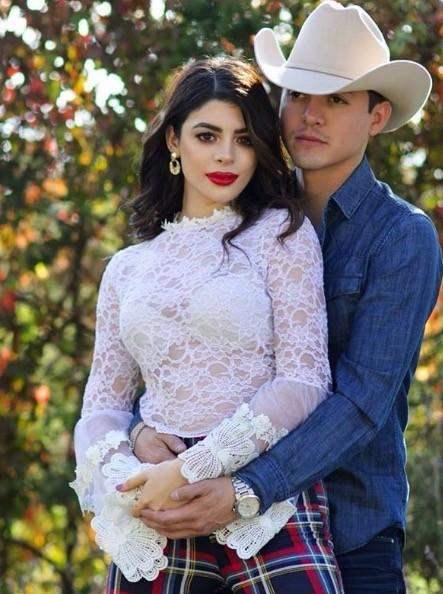 Juan Salazar y Marian Santos - Capricho De Mi Corazon